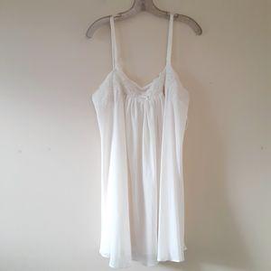 Oscar De La Renta Cream Slip Chemise Night Gown